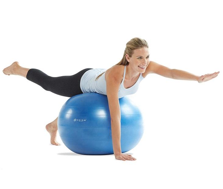 jak wykorzystać piłkę gimnastyczną do treningów